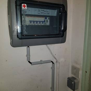 Câblage de la prise de courant et fermeture du coffret électrique